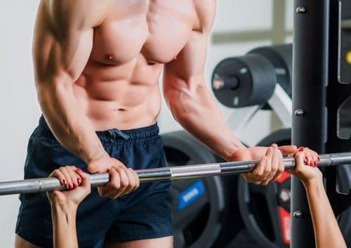 徹底した筋力トレーニング!ライザップが人気の秘密とは?